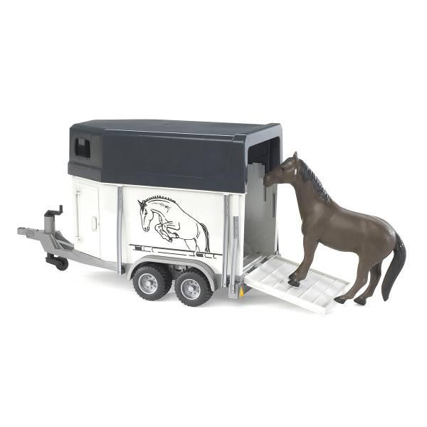 Прицеп-коневозка Bruder с лошадью
